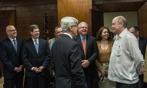 Cuban Minister Malmierca receives Governor of Mississippi