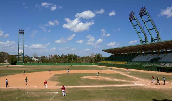 Camagüey y Santiago de Cuba retienen la atención del sub-23 de Béisbol