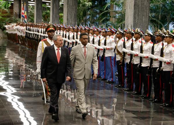 Le président Raul Castro s'entretient à La Havane avec son homologue seychellois