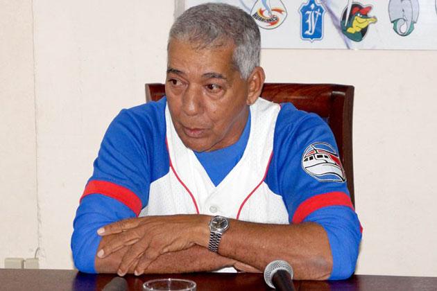 Carlos Martí adelanta regulares para primeros partidos