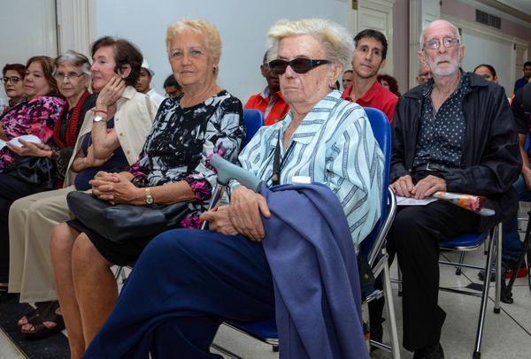 Participantes en el acto de entrega del Premio Nacional de Enseñanza Artística 2017, a Adelaida de Juan Seiler, en el Instituto superior de Arte (ISA), en La Habana, Cuba, el 21 de diciembre de 2017. ACN FOTO/Abel PADRÓN PADILLA