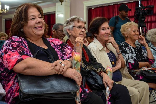 Participantes en el acto de entrega del Premio Nacional de Enseñanza Artística 2017, a Adelaida de Juan Seiler, en el Instituto superior de Arte (ISA), en La Habana, Cuba, el 21 de diciembre de 2017. ACN FOTO/Abel PADRÓN PADILLA/