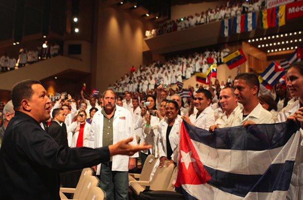 Chavez%20y%20medicos.jpg