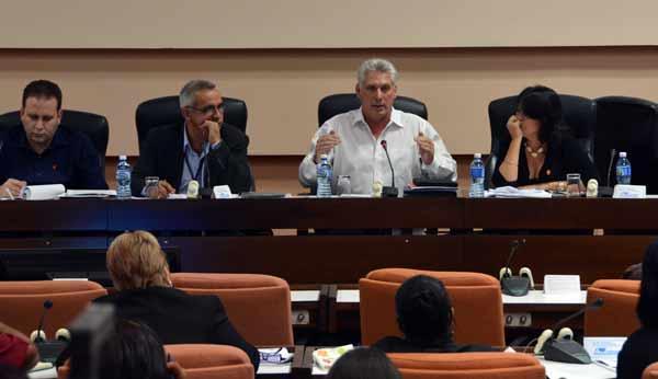 Asiste Díaz- Canel a sesiones de las comisiones del Parlamento