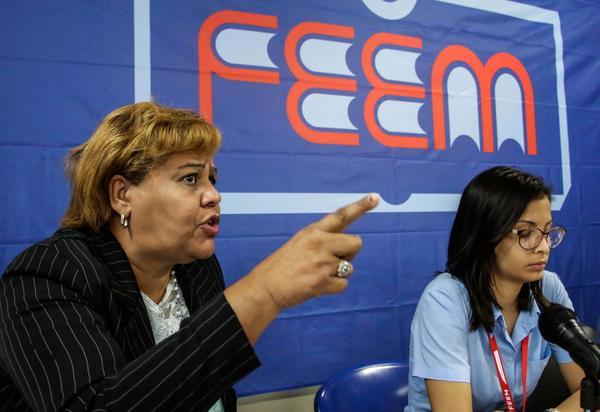 Olga Lidia Tapia Iglesias (I), miembro del secretariado y jefa del Departamento de Educación, Deportes y Ciencia del Comité Central del Partido Comunista de Cuba, presidió la comisión de la Defensa de la Patria, en la Asamblea Nacional de la Federación Estudiantes de la Enseñanza Media (FEEM), con sede en el Centro de Convenciones de Cojimar, en La Habana, Cuba, el 5 de diciembre de 2017. ACN FOTO/Abel PADRÓN PADILLA