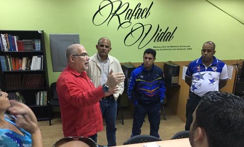 Titular cubano del Deporte intercambia con colaboradores en Venezuela