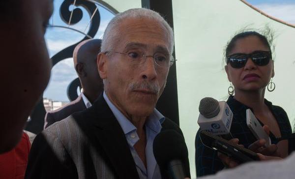 Philippe Louis Bayard (I), Presidente de Sunrise Airways, ofrece entrevista en la conferencia de prensa de directivos de la aerolínea haitiana, luego de su vuelo inaugural a La Habana, en el Hotel Saratoga, en Cuba, el 23 de febrero de 2017. ACN FOTO/ Diana Inés RODRÍGUEZ RODRÍGUEZunrise-airways.jpg