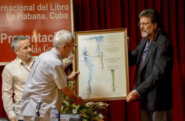 Entregan Premio Nacional de Ciencias Sociales a Eusebio Leal