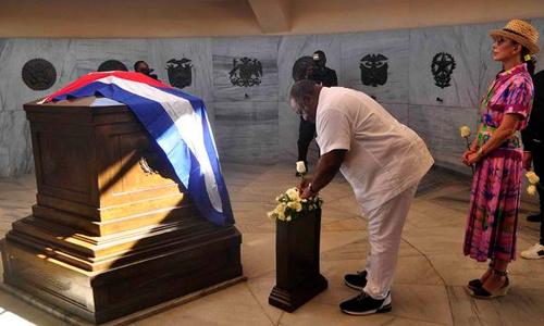 Presidente gabonés rinde en Santiago de Cuba tributo a José Martí y Fidel Castro