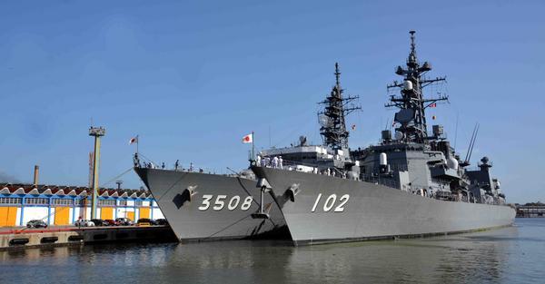 barcos de cuatro mil toneladas