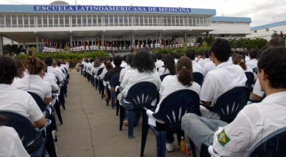 Graduados en Cuba 170 médicos de Estados Unidos