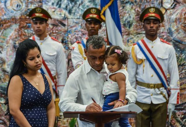 Juramentación de los nuevos embajadores de Cuba en el exterior, en el Palacio de la Revolución, en La Habana, el 23 de julio de 2017. ACN FOTO/Marcelino VÁZQUEZ HERNÁNDEZ