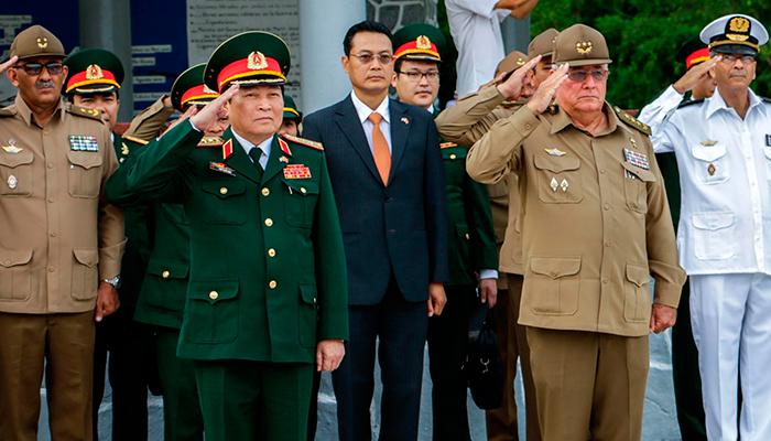 Ministro de Defensa vietnamita rinde en La Habana honores a Antonio Maceo