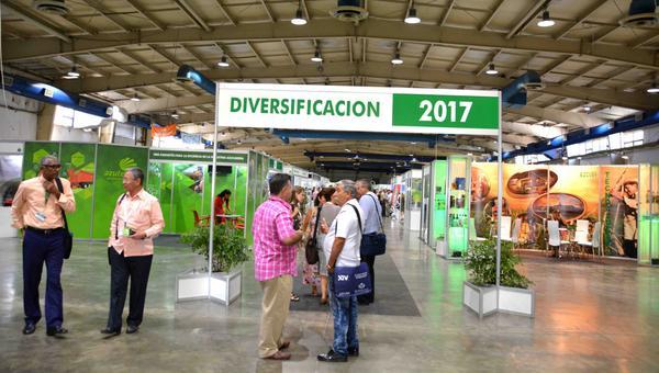 Área expositiva en la Feria Comercial del XIV Congreso Internacional sobre Azúcar y Derivados, Diversificación 2017, que sesiona en el recinto Ferial Pabexpo, en La Habana, Cuba, el 27 de junio de 2017. ACN FOTO/Modesto GUTIÉRREZ CABO