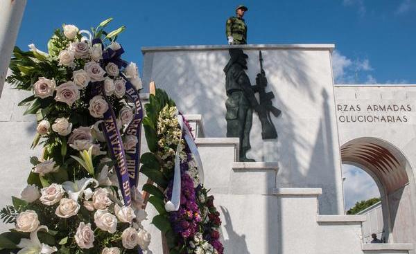 Raúl Castro rinde tributo a combatiente del Moncada
