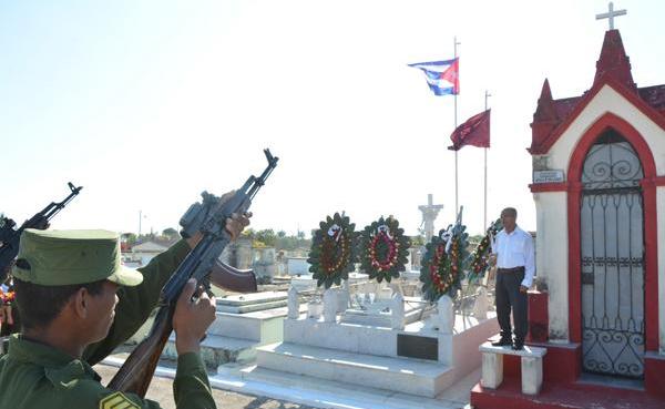 Ofrendas florales de Raúl y el pueblo cubano a José A. Echeverría