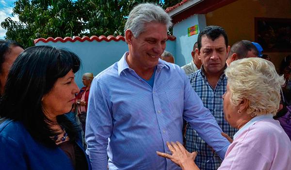 El presidente de los Consejos de Estado y de Ministros de Cuba, Miguel Díaz-Canel Bermúdez recorrió este miércoles varios lugares de interés económico y social en la Habana, como parte de una visita de dos días que realiza el Consejo de Ministros a esta ciudad.