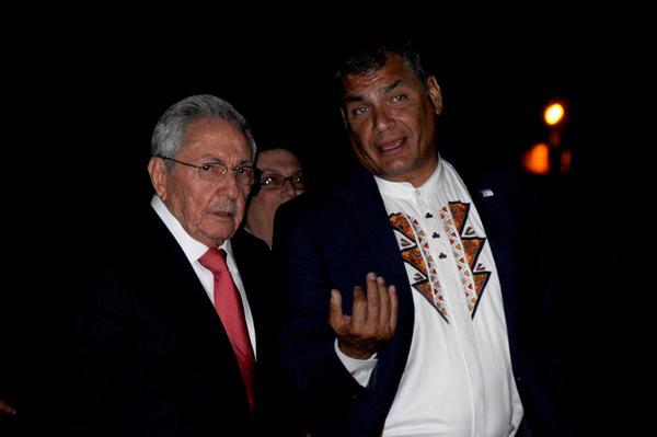 Presidente cubano Raúl Castro despide al mandatario de Ecuador Rafael Correa