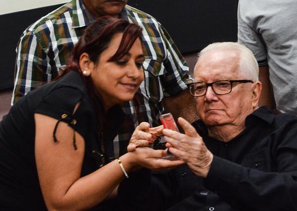 Reciben personalidades cubanas medalla por aniversario 55 de la UJC