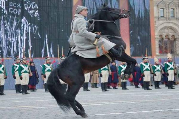 Recrean en Moscú el histórico Desfile Militar de 1941