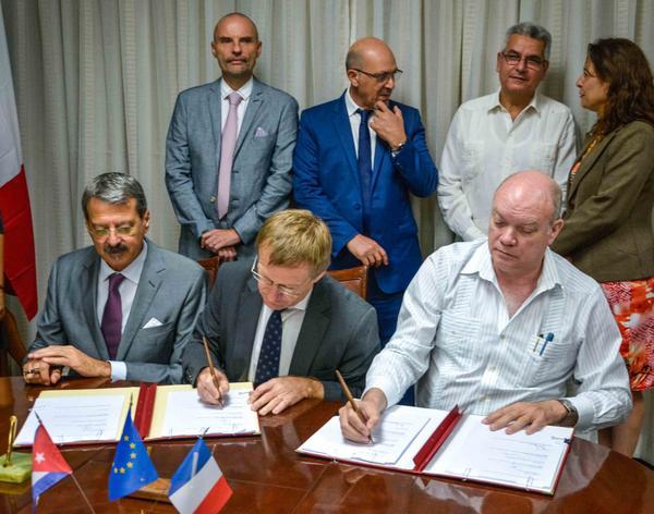 Agencia francesa otorga crédito a Cuba para desarrollo ganadero