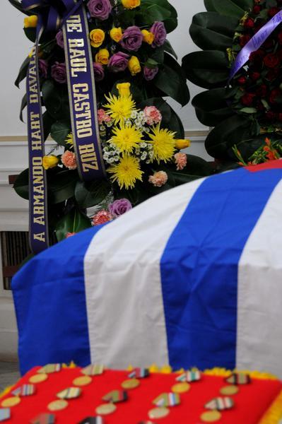1126-hart-funerales2.jpg