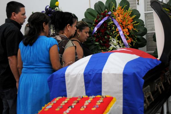 1126-hart-funerales3.jpg
