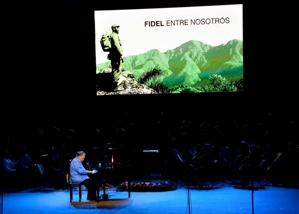 Santiagueros recuerdan a Fidel en velada cultural de tributo