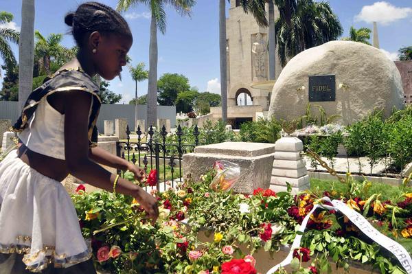 Desde que se supo a finales de noviembre de 2016 que el líder de la Revolución Cubana, Fidel Castro, reposaría para siempre en la ciudad de Santiago de Cuba, esta ha sido vista como tierra bendecida. ACN FOTO/Miguel RUBIERA JUSTIZ
