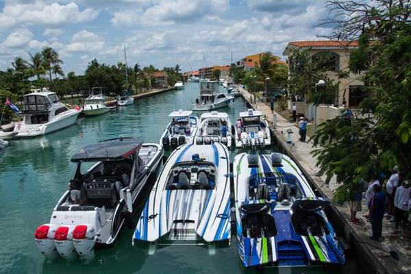 De cara a la venidera temporada de alza turística en Cuba, la Marina Hemingway promueve una amplia carpeta de atractivas ofertas náuticas, que incluyen inmersiones, pesca y paseos por el litoral de La Habana. ACN FOTO/Marcelino VÁZQUEZ HERNÁNDEZ