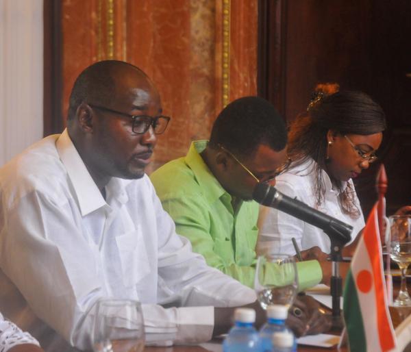Ibrahim Jacoubou, ministro de Asuntos Exteriores, Cooperación, Integración Africana y Nigerinos en el Exterior de la República de Níger, durante su recibimiento en la Sede del Ministerio de Relaciones Exteriores, en La Habana, Cuba, el 6 noviembre de 2017. ACN FOTO/Oriol de la Cruz ATENCIO