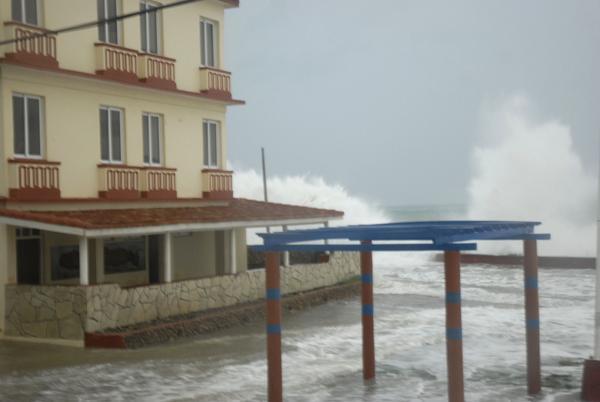 Irma provoca lluvias e inundaciones costeras en el oriente de Cuba