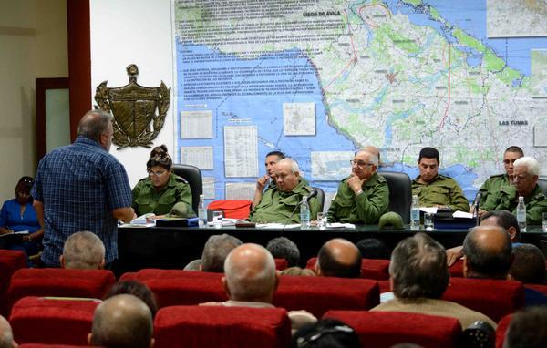 Resultado de imagen para Defensa Civil de Cuba evacua personas por paso huracan Irma