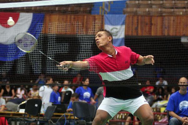 Le joueur de badminton cubain Guerrero participe au Tournoi International du Mexique