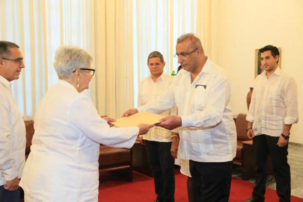 Gladys Bejerano reçoit des Lettres de créance de nouveaux ambassadeurs