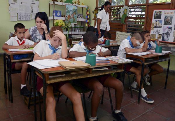 Alumnos del aula multigrado de tercero y cuarto de la escuela especial José Martí, durante una sesión habitual de clases, en la provincia Pinar del Río, Cuba, el 17 de octubre de 2017. ACN FOTO/Rafael FERNÁNDEZ ROSELL