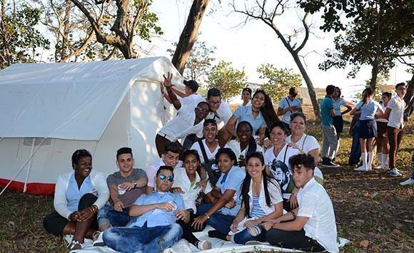 0811-jovenes-cubanos-.jpg