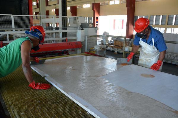 Nuevos equipos aumentar n producci n de m rmol en granma for De donde se extrae el marmol