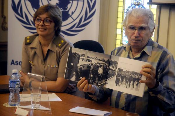 El fotorreportero Jorge Valiente y la periodista Sahily Tabares durante la presentación del libro.