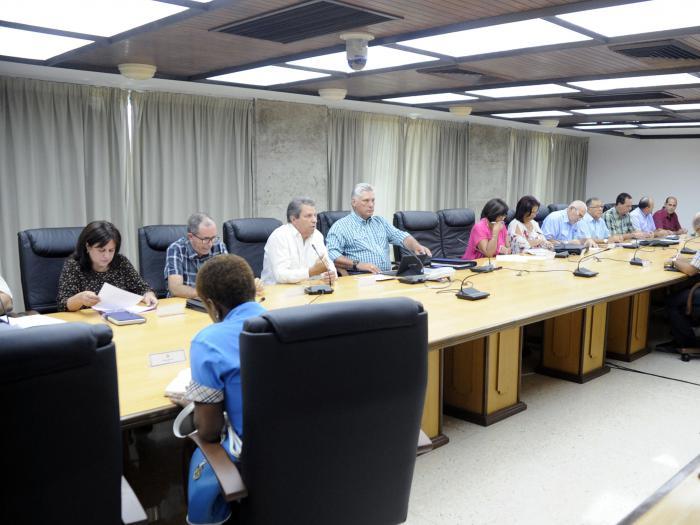Reconoce presidente cubano esfuerzo para ofrecer al pueblo un verano superior