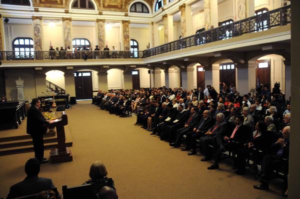 El Dr. Gustavo Cobreiro, rector de la Universidad de La Habana, interviene en el acto central de conmemoración por el Aniversario 290 de la Casa de Altos Estudios, efectuado en el Aula Magna, el 5 de enero de 2018. ACN FOTO/Omara GARCÍA MEDEROS