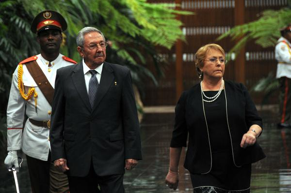 Recibió Raúl Castro a la Presidenta de Chile