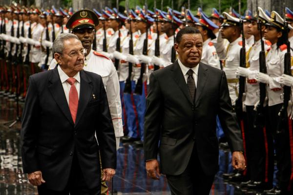 Raul Castro Meets with his Ethiopian Counterpart