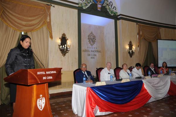 Michelle Bachelet, Presidenta de Chile, y Rodrigo Malmierca Díaz, ministro cubano de Comercio Exterior y la Inversión Extranjera, asisten a la realización del Foro Empresarial entre ambas naciones, efectuado en el Hotel Nacional de Cuba, el 8 de enero de 2018. ACN FOTO/Omara GARCÍA MEDEROS