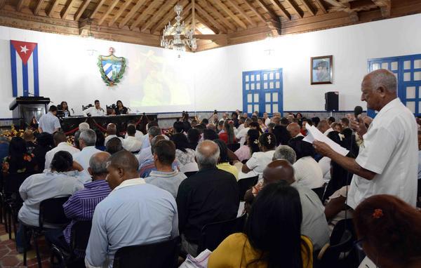 La Asamblea Municipal del Poder Popular de Santiago de Cuba, eligió 105 delegados a la Asamblea Provincial y 54 candidatos a la Asamblea Nacional del Poder Popular, en reunión celebrada en el Salón de la ciudad de Santiago de Cuba, el 21 de enero de 2018. ACN FOTO/Miguel RUBIERA JÚSTIZ