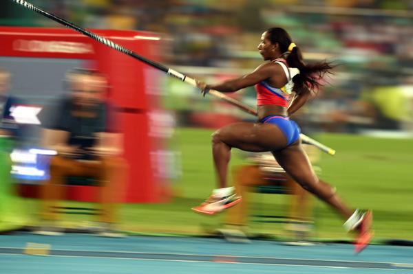Domina Yarisley Silva en la garrocha de Copa Cuba de Atletismo
