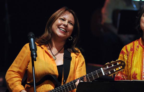 Nuevo fonograma de la cantautora cubana Liuba María Hevia presente en plataformas digitales
