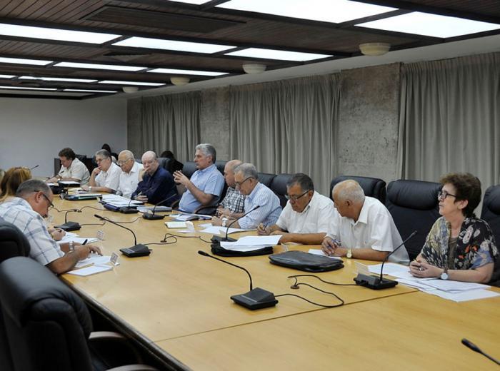 Analizó presidente cubano desarrollo de la inversión extranjera