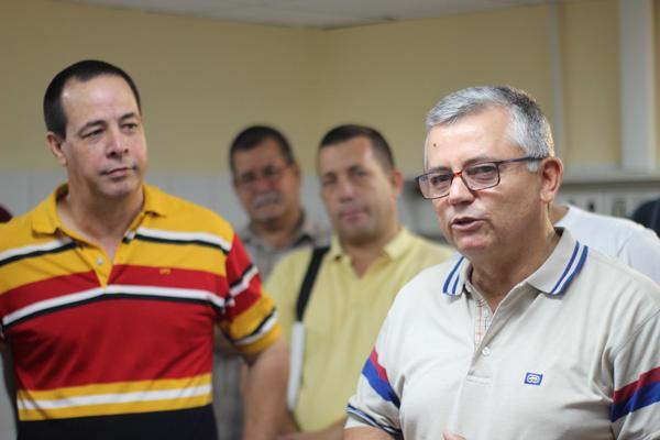 José Ángel Portal Miranda (I), Viceministro primero de Salud Pública (MINSAP), y Alfredo González (D), Viceministro del MINSAP, durante la inauguración del equipo de Resonancia Magnética de alto campo (3.0 Tesla), en el Instituto de Neurología y Neurocirugía, en La Habana, Cuba, el 24 de junio de 2018. ACN FOTO/ Alejandro RODRÍGUEZ LEIVA