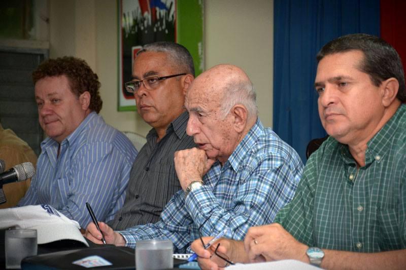 José Ramón Machado Ventura se reúne con directivos azucareros de la provincia de Holguín, efectuada en la sede del comité municipal del Partido Comunista de Cuba, en el municipio de Báguano, provincia de Holguín, Cuba, el 24 de junio de 2018. Foto Juan Pablo Carreras